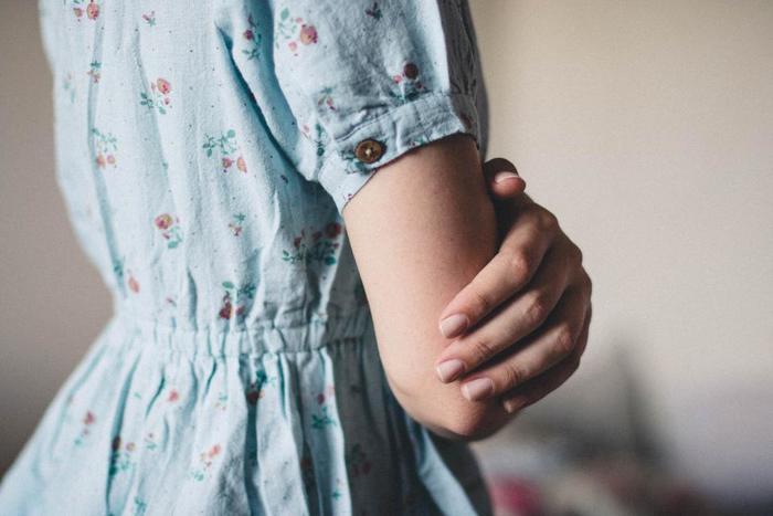 最後のStepは、「今」の自分を許すStepです。「過去」にとらわれていた「今」の自分の心にも、満たされなさや寂しさ、心細さがありませんか?  「過去」を思い出すことは、同じ失敗を繰り返すまいと思えたり、だからこそ今を大切にしようと感じられたりと、必ずしも悪いことではありません。  だから、「過去」を振り返ってしまう自分も、「しょうがないな」と許してあげましょう。
