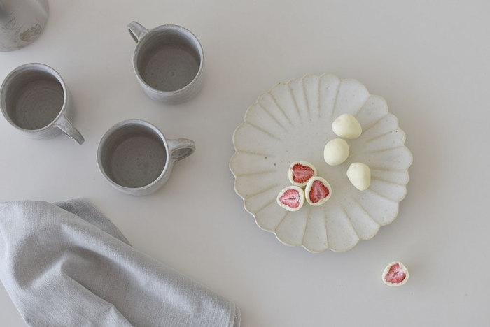 心ときめく愛らしさ。「花型皿」で食卓に花を咲かせましょう*