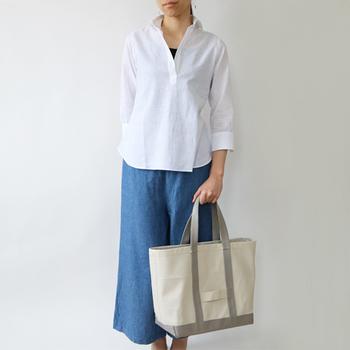 大人の女性らしい贅沢感が味わえるのは、こんなレザートートバッグです。メイドインイタリーにこだわり続けたCINQUANTA(チンクワンタ)というブランドのバッグで、ファッション性も高く評価されています。