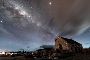 ニュージーランドは南半球に位置しているため、日本では見られない南十字星や大小マゼラン雲などを見ることも可能です。  日本とはまた違う星空のまたたきに、心癒されるひとときを過ごしてみてはいかがでしょうか。
