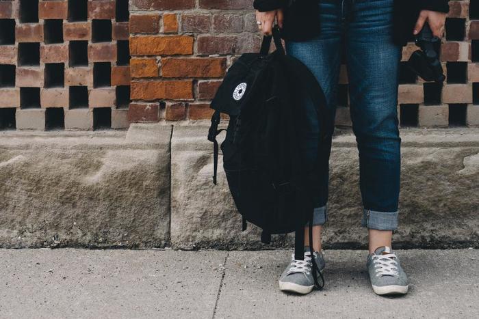 旅先でも快適に過ごすには、機能的でお洒落なトラベルバッグが欠かせません。基本的には両手があくものが便利ですが、旅の目的やそのときのお洋服のコーディネートなどに合わせて好みのものをチョイスしていきたいですね。