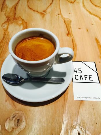 コーヒー好きさんも満足できるようなカフェを6店舗セレクトしました。わざわざ足を伸ばして立ち寄りたくなる・・・そんな魅力の詰まったお店ばかりです。  焙煎したての芳醇な香りを楽しめる埼玉の大人カフェに、ぜひ足を踏み入れてみてくださいね。