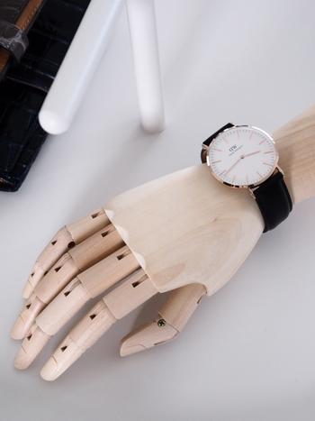 お気に入りの時計を身に着けると気分がぐっと上がります。全身バランスよくコーディネートできたら、さらに嬉しい気持ちになりそうです。気になる腕時計があったら、ぜひ、チェックしてみてくださいね♪