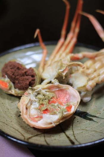 【川喜】の蟹はお客さんが来店してから茹で始めるので、いつでも新鮮で茹で立て。蟹漁の解禁時期に合わせて、毎年11~3月までの限定メニューとなります。美味しい蟹を目当てに旅行するというのもアリですね!