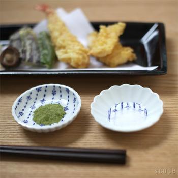 「小皿」は中皿よりも小さめの12㎝前後のものをさします。煮物や和え物に使いやすいサイズです。10㎝以下の「豆皿」はデザインも豊富。醤油皿として使う以外にも、おかずを少しずつ盛り付けておしゃれなカフェ風ごはんを演出することもできちゃいます。