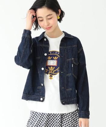 オーバーサイズも素敵ですが、コンパクトなデニムジャケットも魅力的♪スタイリッシュさが出るので、シルエットの違いを楽しみましょう。
