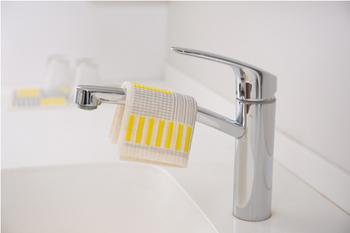 使った後は、洗って干すだけ。速乾性にも優れていて、抗菌力のある素材が使われているので、布のふきんのような嫌な臭いがすることもありません。