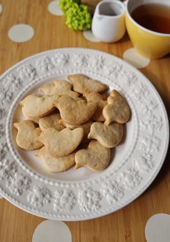 砂糖だけでなく牛乳やバターも不使用の、こちらも少ない材料で作るクッキーです。少しかためでザクザクした食感ですが、噛むとメープルシロップの香りがふんわり広がります。優しい気分でティータイムが過ごせそう。