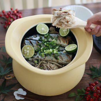 土鍋と言えば炊き込みご飯が美味しくできますよね。おこげも楽しみたい炊き込みご飯は土鍋を使ってこそです。お魚もお米もふっくらと炊き上がります。