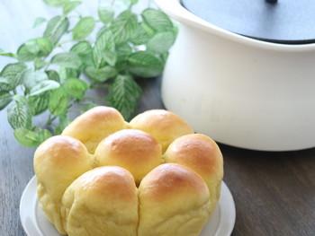 ベストポットはパンも作ることができます。オーブンシート敷いたベストポットに生地を並べ、蓋をせずそのままオーブンに入れて作ります。
