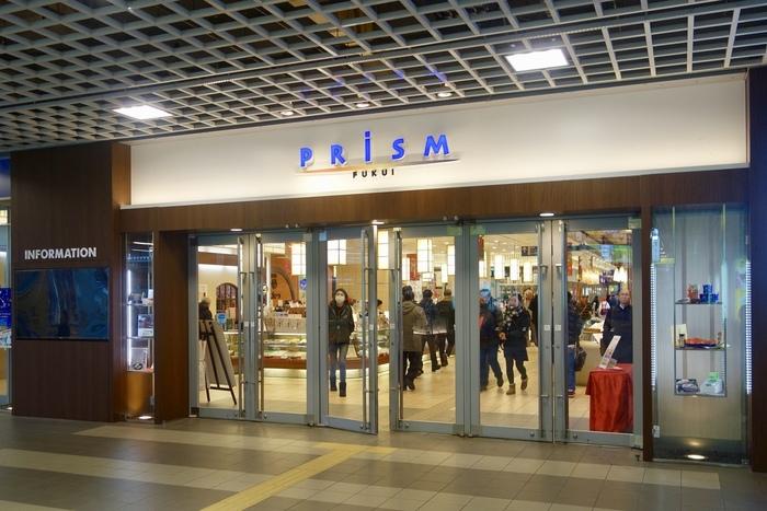 【はや川】の本店は勝山市にありますが、旅行のお土産に買うなら、JR福井駅直結の「プリズム福井」の販売店がおすすめ。帰る間際に買えるので、とても便利です。