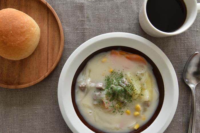 バランスのとれたまろやかな味わいのグアテマラ&コロンビア。これに合わせるのはとろ~り煮込んだクリームシチュー。「クリーミーなシチューとまろやかな酸味のコーヒーは、シチューのミルク感が増してさらに美味しくなります。食後もクリーミーな余韻に浸ることができ、贅沢な気分を味わえますよ。」とMIさん。優しい味わい同士がぶつかることなく調和して、幸せな気分に浸ることができそうな一品です。