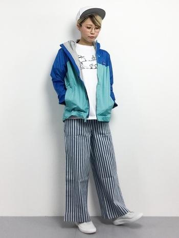 デイリーからアウトドアまで、幅広いシーンに適した高機能なアイテムを展開する「patagonia(パタゴニア)」。爽やかな配色のマウンテンパーカーは、シンプルな装いのアクセントにぴったりのアイテムです。パンツ×Tシャツの定番スタイルに取り入れるだけで、ほかとは差が付くおしゃれなコーディネートが完成しますよ◎。