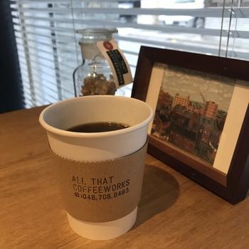 """最近、""""住みたい街""""にランクインしたり、映画の題材になったりと、注目を集める「埼玉県」ですが、実はこのような、珈琲の奥深さに触れられる魅力もあります。  少し足を伸ばすほどに、どんどん広がるコーヒーとの出会い。店主の思いが詰まった、個性豊かなロースタリーやカフェを巡れば、きっとお気に入りの一杯、そして、新しい楽しみ方も見つかるはずです。  ぜひ、次の週末は、新たな一軒でホッと心ゆるむひと時を味わってみてはいかがですか?"""