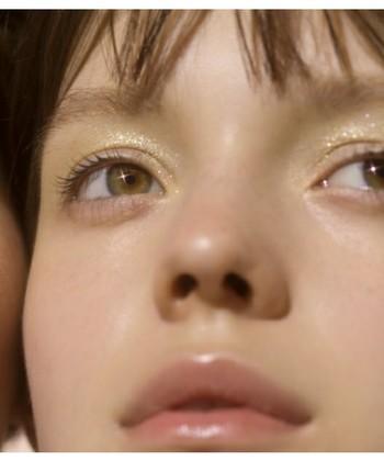 イエローと同じように日本人の肌に馴染みやすいゴールド。イエローアイシャドウと一緒に使えば、キラキラとしたラメ感で光沢が出るので、華やかさがアップします。パーティースタイルの時にもおすすめです。
