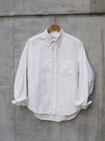 春の風が吹き、新しい季節のファッションを楽しみ始める時期がやってきました。春になると着たくなるのが、まっさらな白いシャツ!春の日差しを受けて、気分も明るくなります♪重ね着も羽織としても使える、多くの方が1枚は持っている「白いベーシックシャツ」を使った、オフィスにもOKな春の1週間コーデを、マニッシュコーデ好きな方と大人カジュアル好きな方の2つのタイプ別にご紹介していきます。