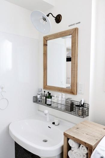 洗面所でメイクやスキンケアをされる方は、メイクアイテムがおしゃれに置けるようにしたいですよね。  メイクするのが楽しくなるような、好みのインテリアに変えてみませんか?