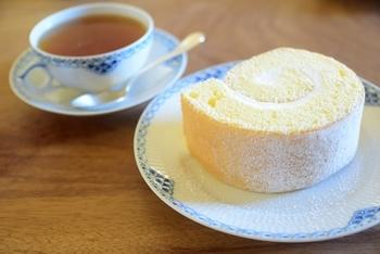 ふわっふわできめの細かいスポンジに絶妙な甘さのロールケーキは大人気です!