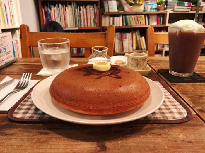 絵本に出てきそうな、ふっくらとした黄金色のパンケーキは心もお腹もいっぱいにしてくれます。