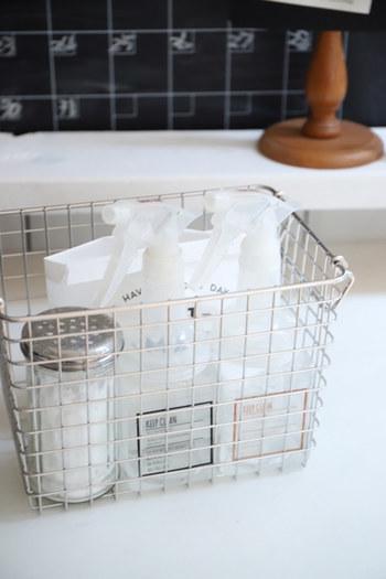 お掃除道具や洗剤など、細々としたアイテムが多いものをひとまとめにするにも便利です。水や汚れを気にしなくていいのもストレスがありません。