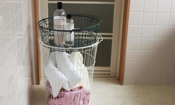 四角いワイヤーバスケットの他に、円筒形のワイヤーバスケットもあります。洗濯物など、ざっくり入れておくのに便利そうです。