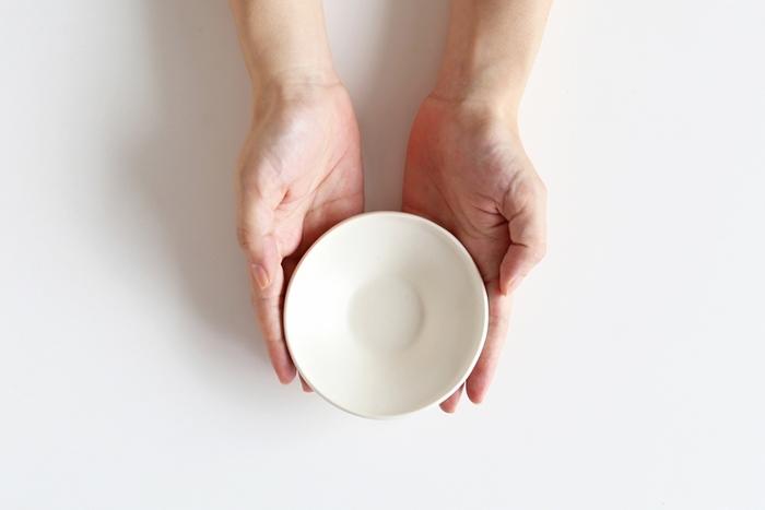 今回は副菜・サラダ・スイーツなど幅広い用途に使用できて、様々なお料理を引き立ててくれる素敵な小鉢を集めました。 デザイン性と実用性を兼ね備えたお気に入りの器で、食卓をおしゃれに演出してみませんか?