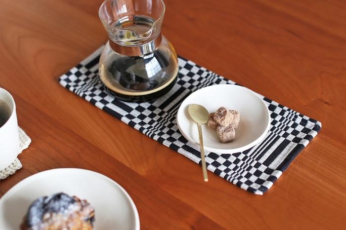 朝食時にはワンプレートの小鉢に使ったり、コーヒータイムには角砂糖やスイーツ用の器にしたりと、アイディア次第で様々な使い方が楽しめるのも魅力のひとつ。 メインの器に合わせて自由にコーディネートできるように、色々なデザインの小鉢を揃えてみませんか?