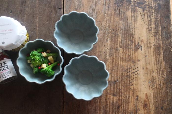 酢の物や和え物などの副菜をはじめ、ヨーグルトにシリアル、フルーツやアイスクリームなど。 幅広い用途に使用できて様々な料理を引き立てる「小鉢」は、日々の食卓になくてはならない大事な存在です。