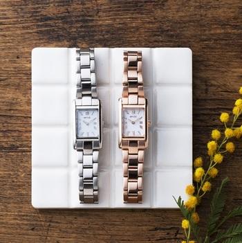 メタルブレスは、普段使いしやすいシルバーと、肌馴染みがいいピンクゴールドの2色。舶来時計のような高級感ある佇まいもポイントです。また、電池交換不要なソーラーバッテリーを採用しているため、面倒なく確かな時を刻んでくれます。