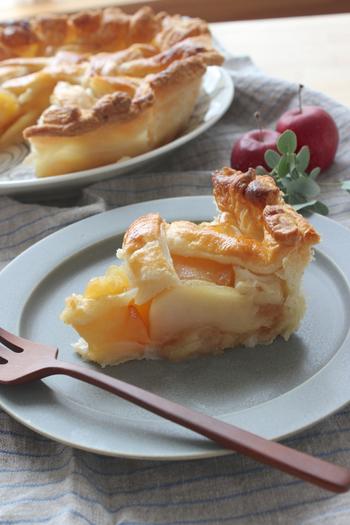 本格的なアップルパイも冷凍パイシートでお手軽に。ちょっと手を加えて編み目状にするとより本格的に。