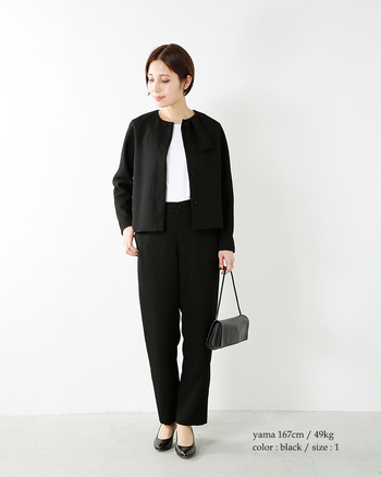 ブラックのフォーマルは、入学式や卒業式などセレモニー系だけでなく、お葬式など冠婚葬祭にオールマイティーに使えますので、一着持っておくと何かと便利です。