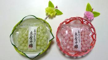 金平糖専門店として知られる「緑寿庵清水」。色鮮やかで、思わず飾りたくなるようなパッケージが人気です。小包になっているので、配りやすく、重宝すること間違いなし!