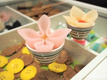 「聖護院八ッ橋総本店」の新ブランド「nikiniki」は、新感覚八ッ橋の食べられるお店。数あるメニューの中でも、注目を集めているのが、「carre de cannelle(カレ・ド・カネール)」です。