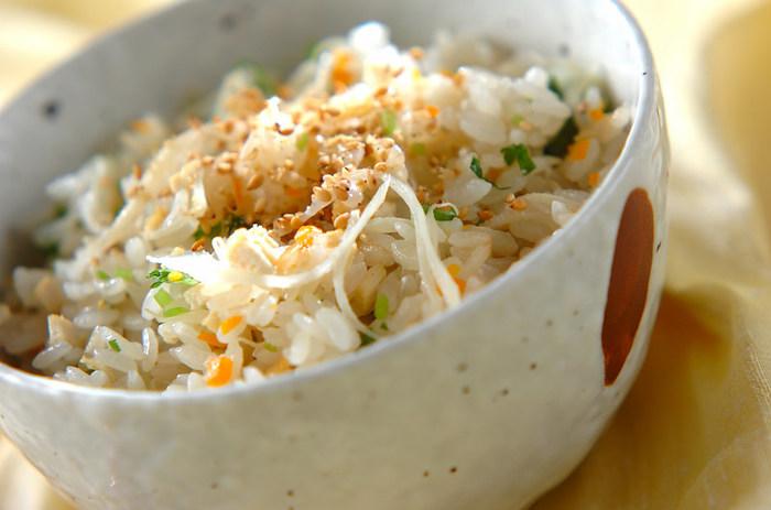 新生姜の爽やかさは、ご飯との相性抜群です。普通の混ぜご飯の要領で作ることが出来るので、是非、新生姜の旬の季節に作ってみてはいかがでしょう!上品な味わいは、おもてなしのシーンなどにもおすすめです。