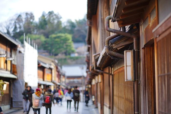北陸新幹線の開業で、週末ふらっと気軽に行ける場所となった石川県。観光客数が増え続ける人気観光地ですが(平成28年度の統計参照)、開業からしばらくたった今こそゆっくり訪ねるチャンスではないでしょうか。