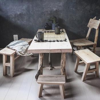 インテリアに合う椅子やスツールがほしいけれど、なかなかイメージに合うものが見つからない・・なんてことありますよね。そんなときは思い切ってDIYしてみてはいかがでしょうか?