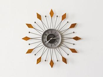 太陽をイメージした、壁掛け時計。時計という機能を備えた、アートのオブジェのような逸品です。