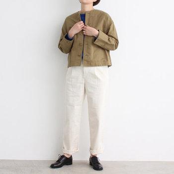 ボトムスを選ばないショート丈のアウターは、バランスが取りやすいので小柄な方でもきれいに着こなせます。暖かくなる春こそ、軽やかなショート丈を選んでみては?また、ロングコートはスカートを合わせる時に丈感で悩みがちですが、ショートならなんでもOK◎