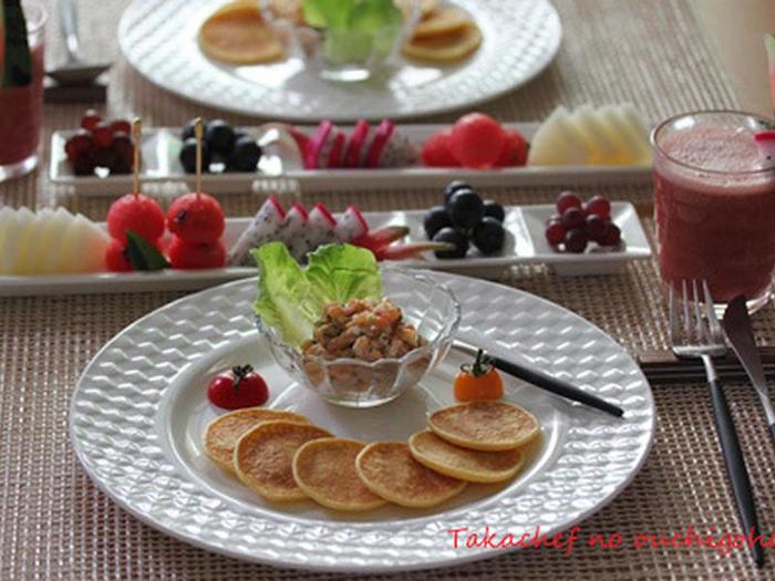 ジャガイモで作った「ブリニ」も、風味があって美味しそうです。色々な食材を好きなように組み合わせれば、立派な朝ごはんになります。