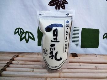 国産大豆の優しい甘みを閉じ込めた豆乳は、このまま飲むのはもちろん、豆乳鍋に使ったり、にがりを加えて自家製豆腐にしても美味しいです。