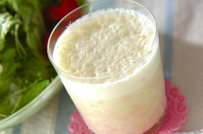 こちらは豆乳と相性の良いバナナで作ったドリンクレシピ。材料も作り方もシンプルなので、朝にぴったり*1日を元気に過ごせそうです。