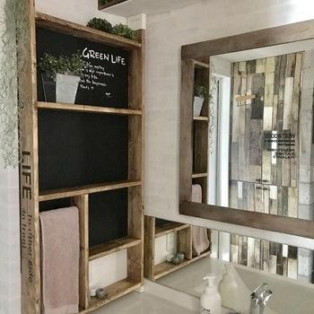 ラブリコやディアウォールなら、洗面所の隙間スペースでもたっぷり収納できるようになります。  棚やバーなど、使いやすいように自由に作れるのも◎ 棚幅は化粧品を並べやすいサイズを選びましょう。