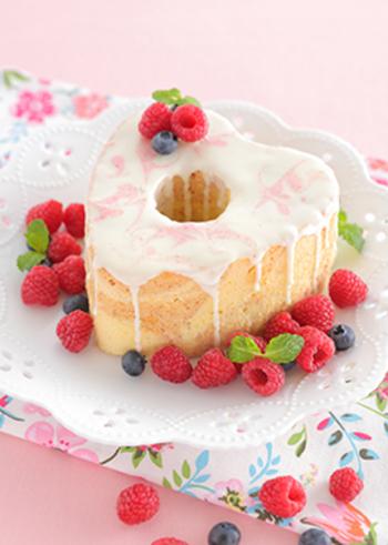 また、砂糖は卵の気泡を安定させる働きがあるので、シフォンケーキなど膨らむ時に気泡の力がポイントの焼き菓子には欠かせない材料といえます。