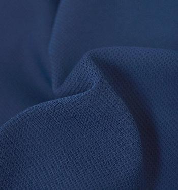 Tシャツと違いボトムはあまり着替えたりしないので、特に機能性は大切にしたいところ。静電気を軽減する素材は通気性にも優れているので、激しい運動時にも蒸れにくく快適です。