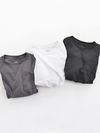 スモーキーなモノトーンが可愛い3色。すとんとしたシルエットとシンプルなデザインはどんなボトムにも合わせやすく、コーディネートの幅も広がりそう。着丈が少しだけ短めなので、重ね着もおすすめです。