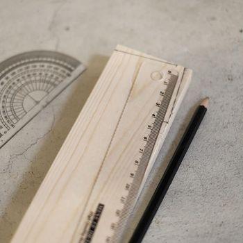 必要な木材は、ホームセンターで購入するとカットまでしてくれるので便利です。 オリジナリティを出すためにペイントをしたいという方は、組み立てる前に部品ごとに塗っておくと良いですよ◎