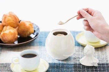 コーヒーや紅茶などのティータイムをはじめ、お菓子やお料理作りに欠かせない「砂糖」。スーパーの売り場に行くと、色んな種類がありますよね。