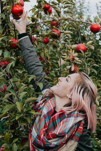 最後はエシカル・ヴィーガンの「動物性の製品も使わない」に加えて、「植物においても命を奪わないもの」という理念を持っている「フルータリアン」です。  「植物においても命を奪わないもの」とは、木になっている果実やナッツを食べるということです。りんごやオレンジを食べても、果実を実らせる木自体の命は守れるのでOKとされているんです。