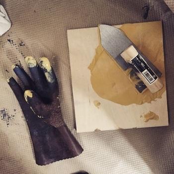 粉状のものを自分で練っても良いですが、練る作業は大変なので、すぐ塗れる練タイプもおすすめです。