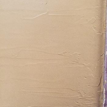 何度か重ね塗りしていきますが、乾きやすいので、あちこち一度に塗り始めず、塗る面を決めてから取り掛かりましょう。  ムラになっても味があって素敵なのも漆喰の魅力です。